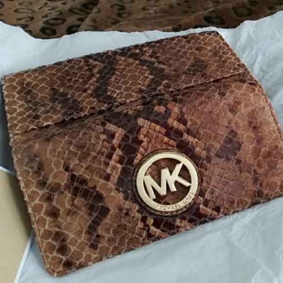 1ce9eb6702ca Michael Kors Bags | Sale 90large Fulton Wallet | Poshmark